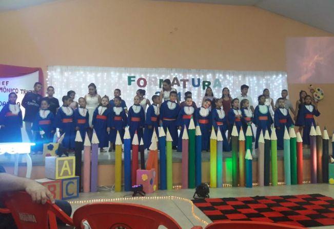 Educação promove formatura dos estudantes de Jafa