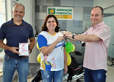 """Acig entrega hoje moto zero quilômetro da Campanha de Natal """"Juntos Somos Mais"""""""
