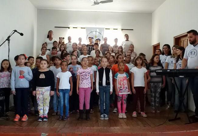 Garça 90 anos: crianças da creche Maria Leonor compõem uma linda canção