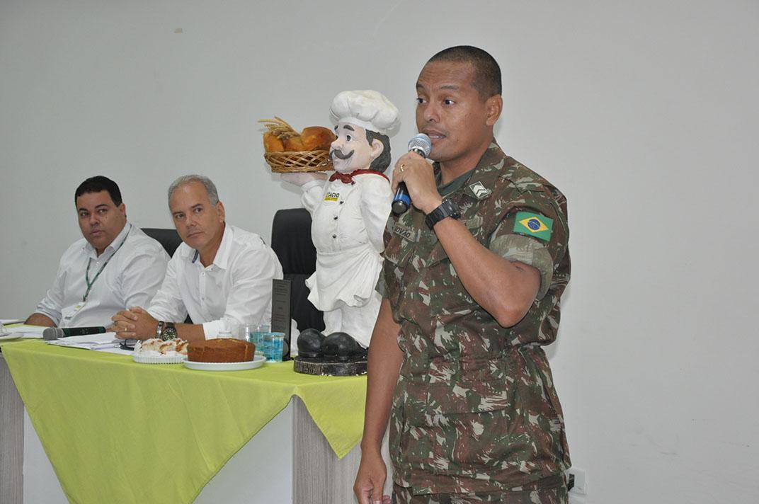 Sargento Trovão elogia parceria do Tiro de Guerra com a ACIG