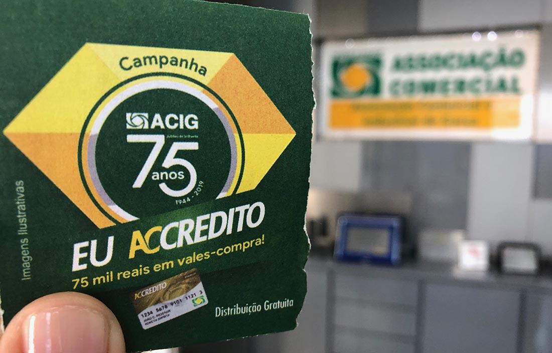 Acig realiza cadastro das 'seladinhas' no centro comercial de Garça
