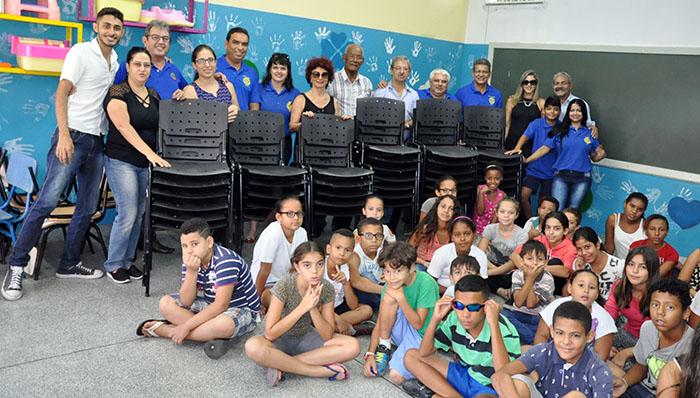 Subsídio Distrital: Rotary Club de Garça doa 40 cadeiras para Creche